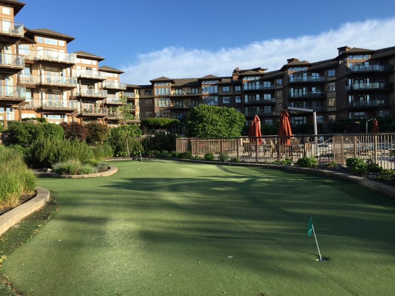 The resort has its own little putting green!