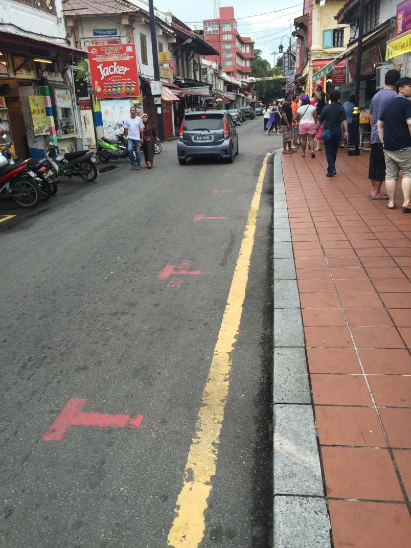 The red marks on the road indicate the slots that street carts can set up. It's quite well organized.