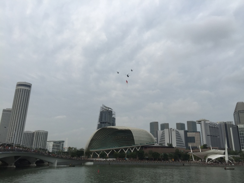 The first choppers rolling by with the Singapore flag. I love the building in the background looks like a durian fruit.