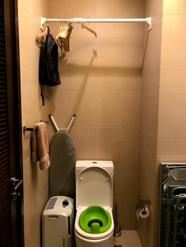 Our ingenious drying rod above the toilet